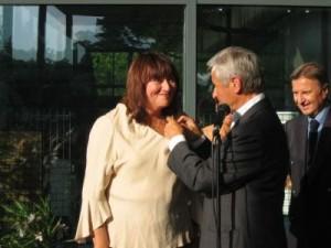 Remise de la décoration par André Aschieri et Philippe Bender en 2005